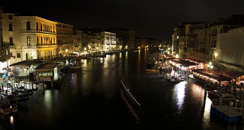 --- Venice in night ---