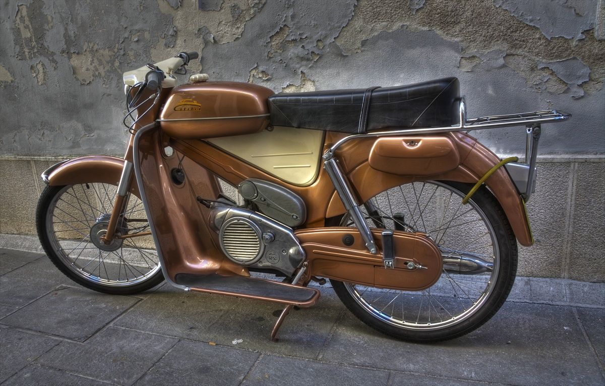 --- Moped ---