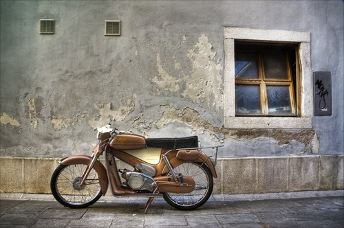 --- Moped 2 ---