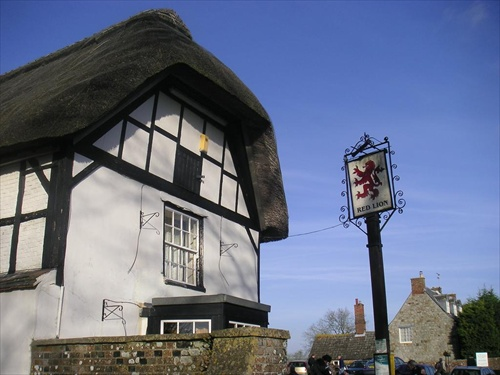 Red lion Avebury