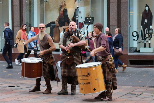 Scotish drums & pipes